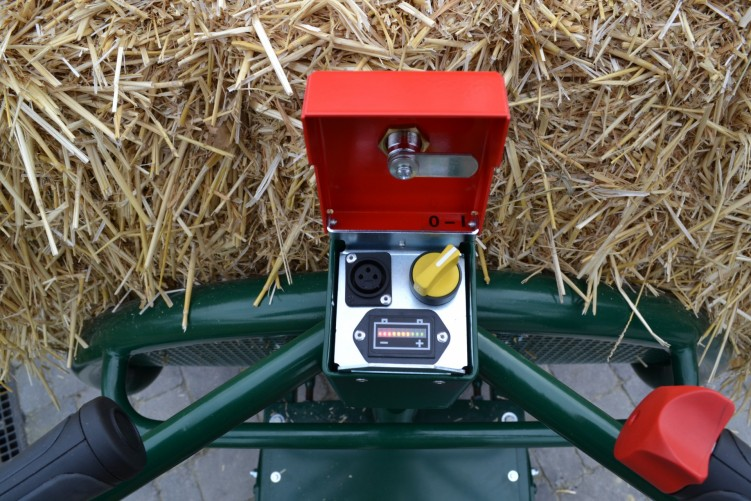 Straw trolley electric self-propelled